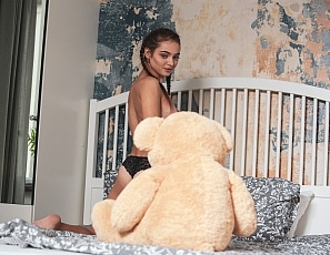2018_11_22_angelina_first_striptease