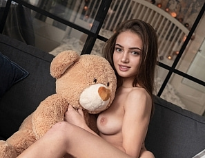 2019_01_14_Angelina_sofa_sex