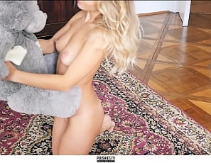 2020_01_23_Amber_nude_on_carpet_with_Grey